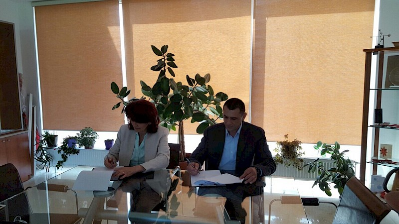 The signing ceremony of the contract between KW4W and CLARD